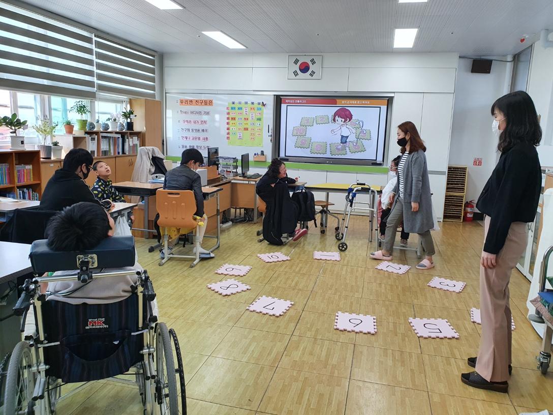 전남정보문화산업진흥원은 지난 5월부터 영암소림학교 학생들을 대상으로 희망이음 SW·AI 코딩 교실을 운영하고 있다. (사진=전남정보문화산업진흥원 제공).