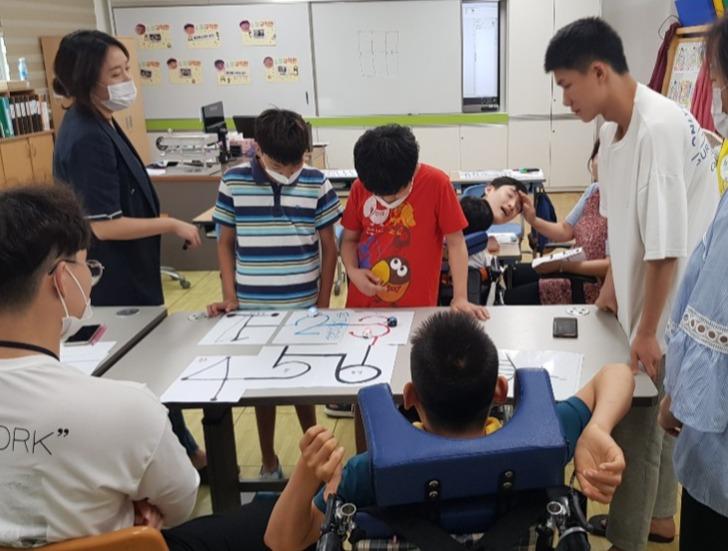 전남정보문화산업진흥원은 지난해부터 영암소림학교 학생들을 대상으로 희망이음 SW·AI 코딩 교실을 운영하고 있다. 올해는 함평영화학교와 업무협약을 체결하며, 교육대상을 확대했다. (사진=전남 SW미래채움센터 홈페이지).
