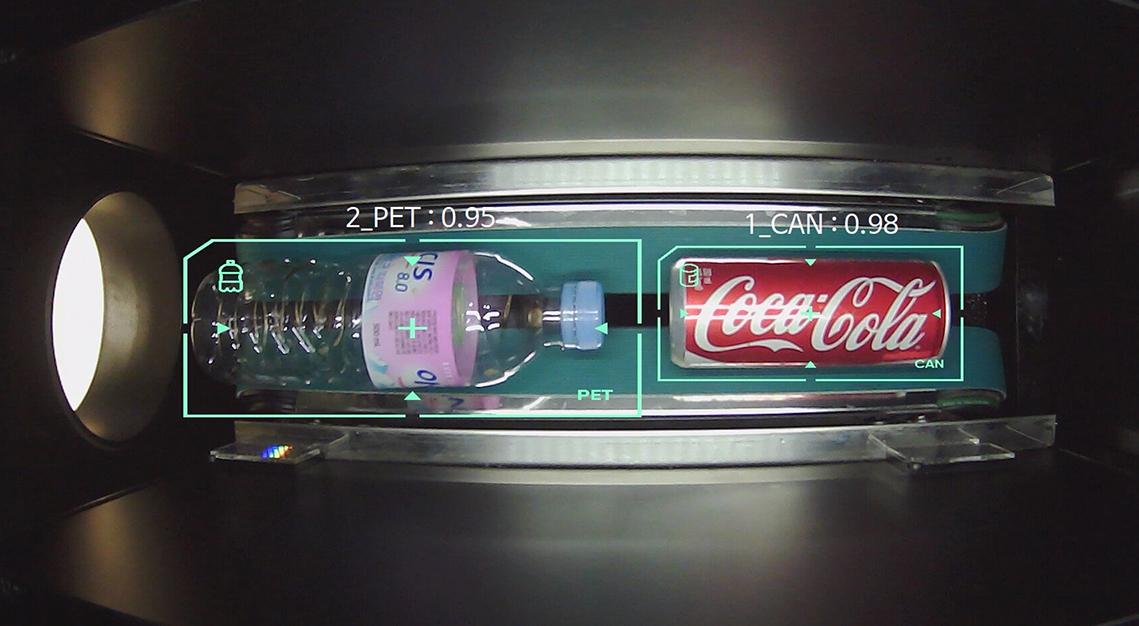 네프론 내부에는 비전 AI 기술이 탑재돼 페트병과 캔의 이미지를 구분할 수 있다. (사진=수퍼빈)